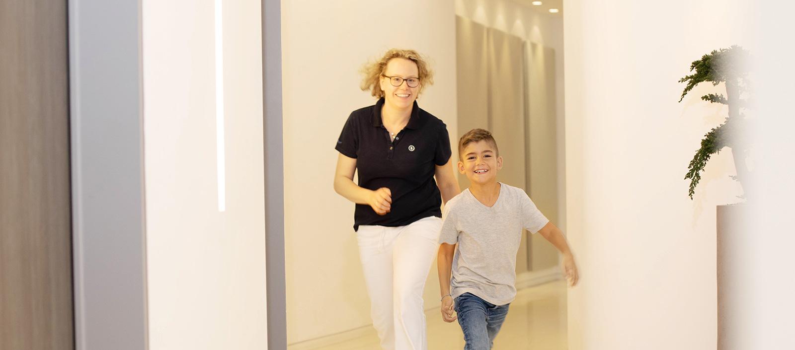 Kinder-Behandlung-beim-Zahnarzt