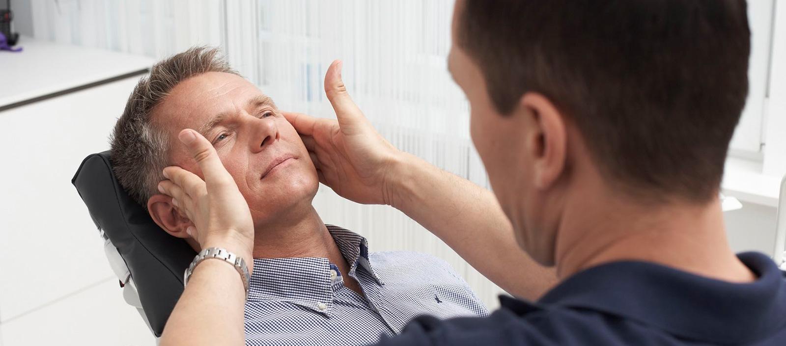 Patient-bei-Kiefergelenk-Behandlung